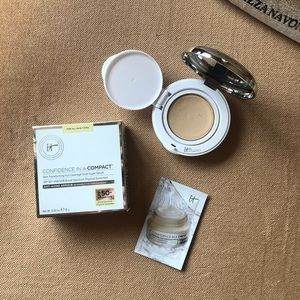 IT Cosmetics Confidence in a Compact - Fair